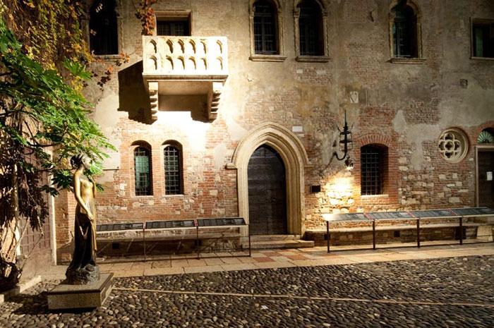 维罗纳浪漫旅游朱丽叶的窗台