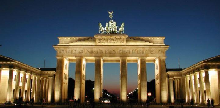 德国柏林菩提树下大街勃兰登堡门