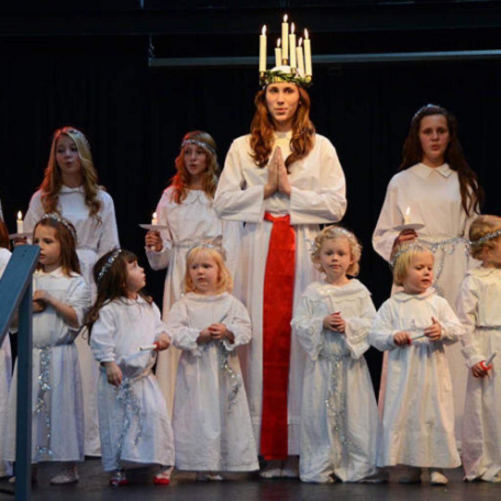 瑞典人迎圣诞歌舞表演