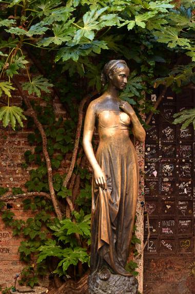 朱丽叶铜像