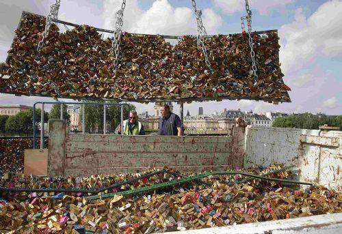 巴黎爱情锁