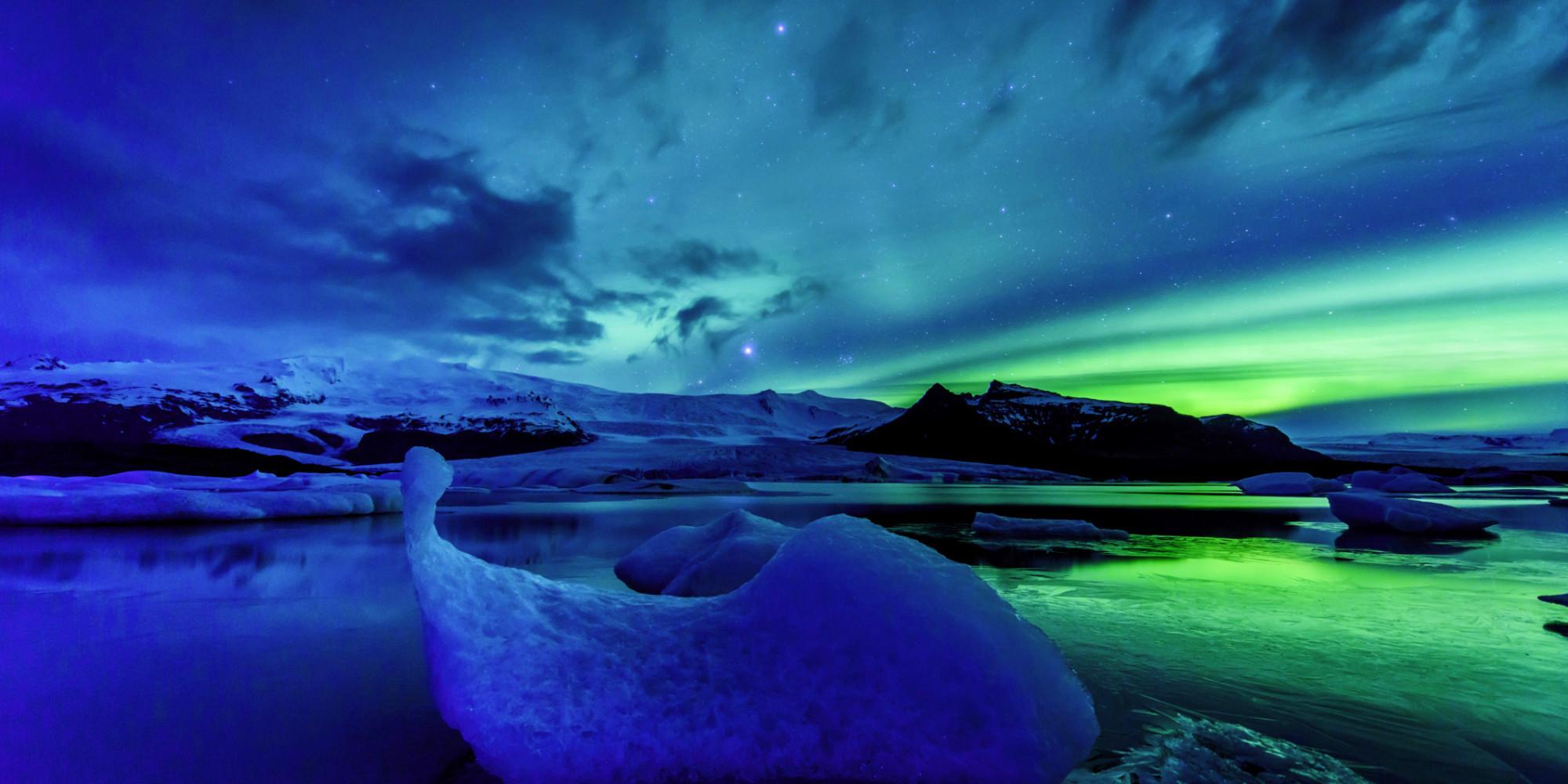 o-AURORA-BOREALIS-ICELAND-facebook