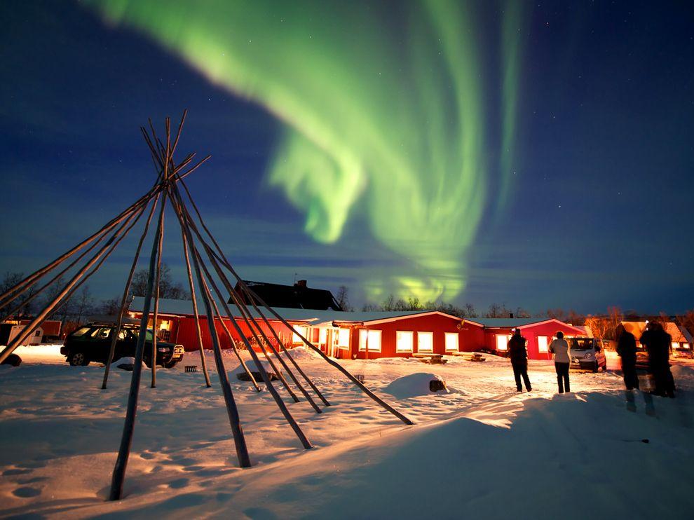 aurora-borealis-sweden_67083_990x742