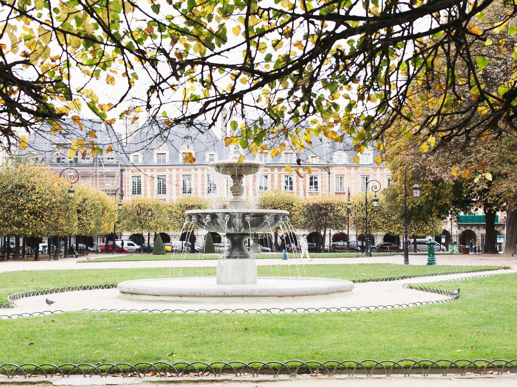 547f7ff4b6e03e8c2d0c9752_place-des-vosges-paris-france