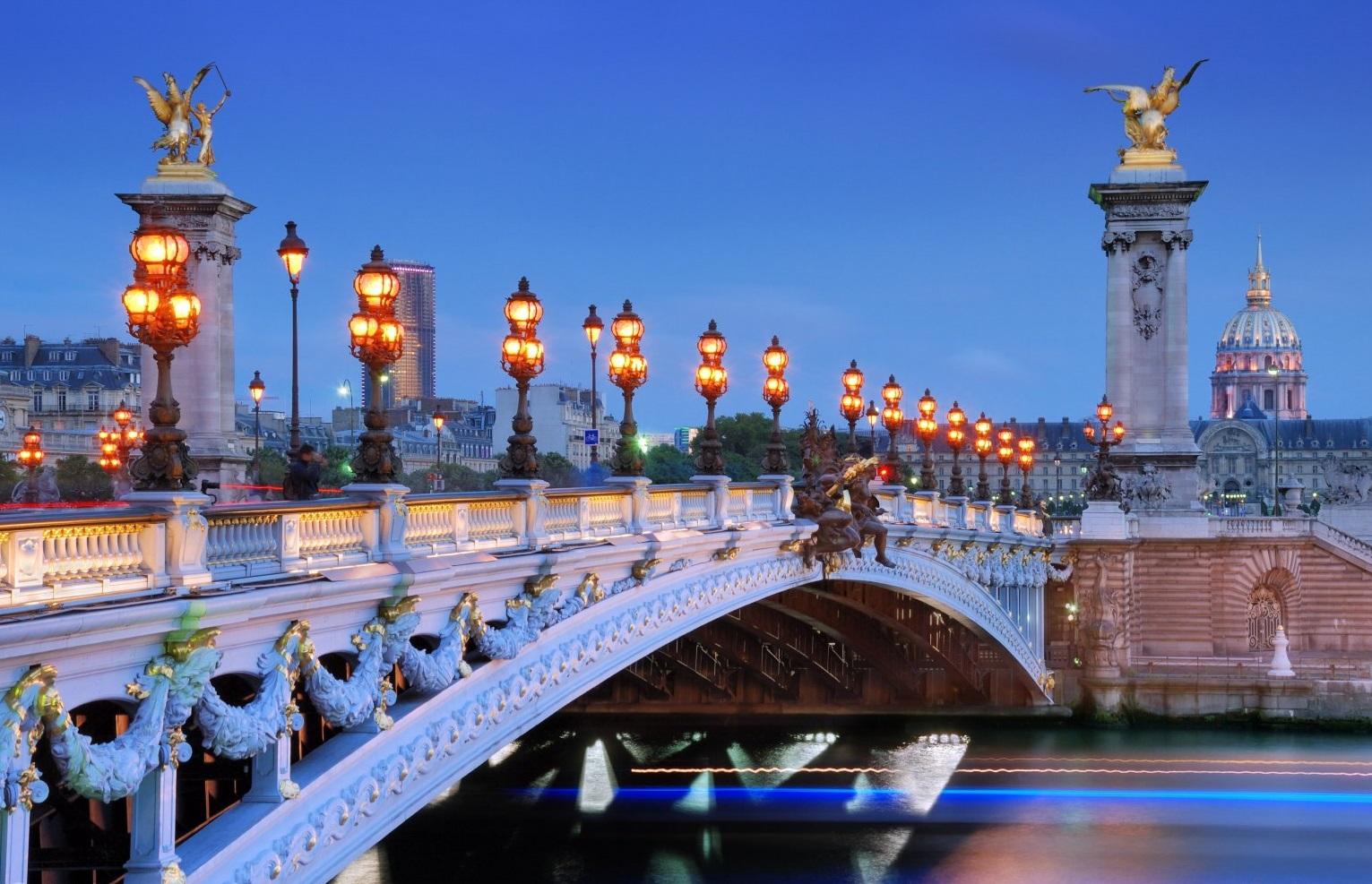 亚历山大三世桥